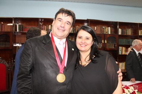2-homenageado-da-noite-paulo-della-rosa-com-a-esposa-cristiane-muito-feliz-pela-noite